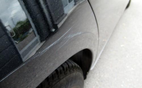 Auton naarmujen korjaus