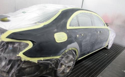 Auton naarmun korjaus maalaamalla